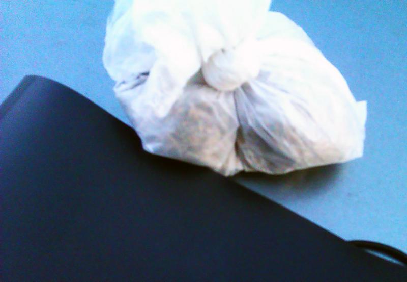 Житель Родинского разгуливал по улицам родного города с ножом «для самозащиты» и наркотиком «для настроения», фото-1