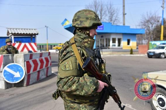 За два роки на блокпостах Донеччини поліцейські припинили більше 4,6 тисяч правопорушень, фото-3
