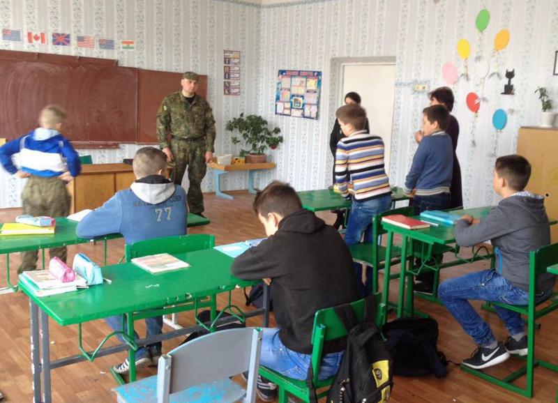 Правила поведінки в школі та за її межами нагадали учням району покровські правоохоронці, фото-1