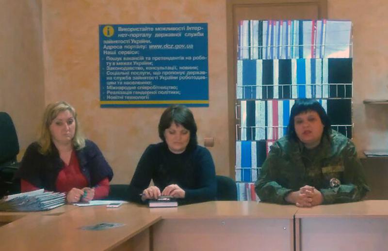 Поліцейські Мирнограду взяли участь у профорієнтаційному семінарі в місцевому центрі зайнятості, фото-2