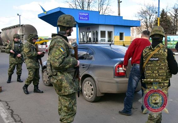Підрозділ превенції, що працює на випередження. З початку року кількість вуличних злочинів на Донеччині скоротилася вдвічі, фото-6