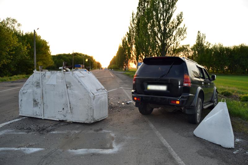 В Покровске на блокпосту нетрезвый водитель совершил ДТП, протаранив железобетонный блок (ФОТО), фото-1
