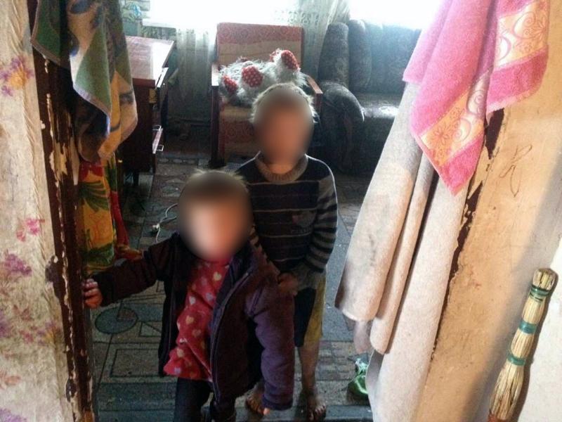 Двух маленьких детей, оставленных матерью наедине со включенным электроприбором, обнаружили правоохранители в Покровске, фото-2