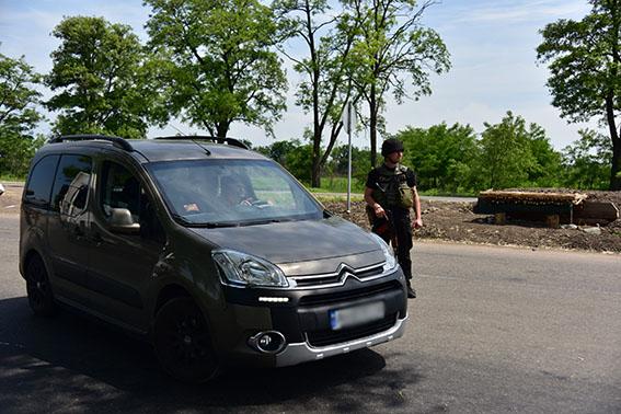 185 правонарушений за две недели прекратила полиция на блокпостах Донетчины, фото-1