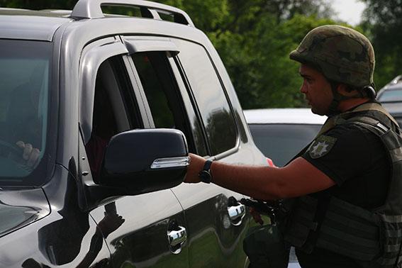 185 правонарушений за две недели прекратила полиция на блокпостах Донетчины, фото-2