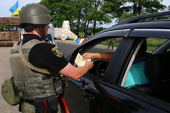 185 правонарушений за две недели прекратила полиция на блокпостах Донетчины, фото-3