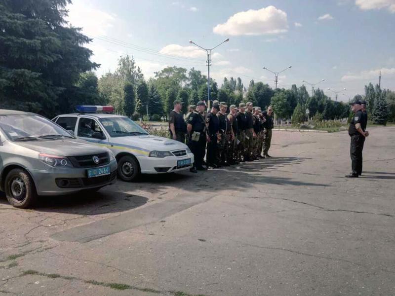 8 правоохранителей Покровска получили очередные специальные звания во время публичного инструктажа нарядов полиции, фото-12