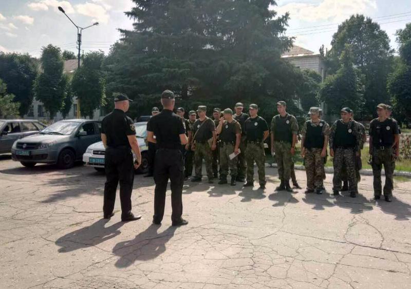 8 правоохранителей Покровска получили очередные специальные звания во время публичного инструктажа нарядов полиции, фото-13