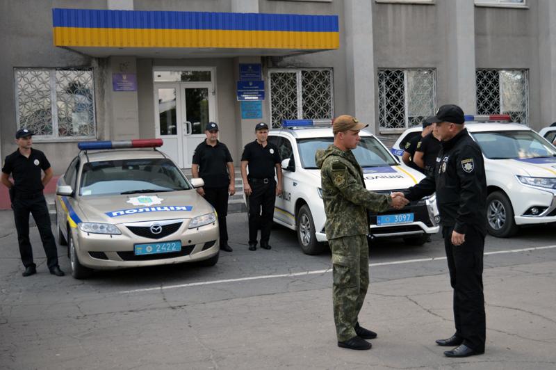 8 правоохранителей Покровска получили очередные специальные звания во время публичного инструктажа нарядов полиции, фото-1