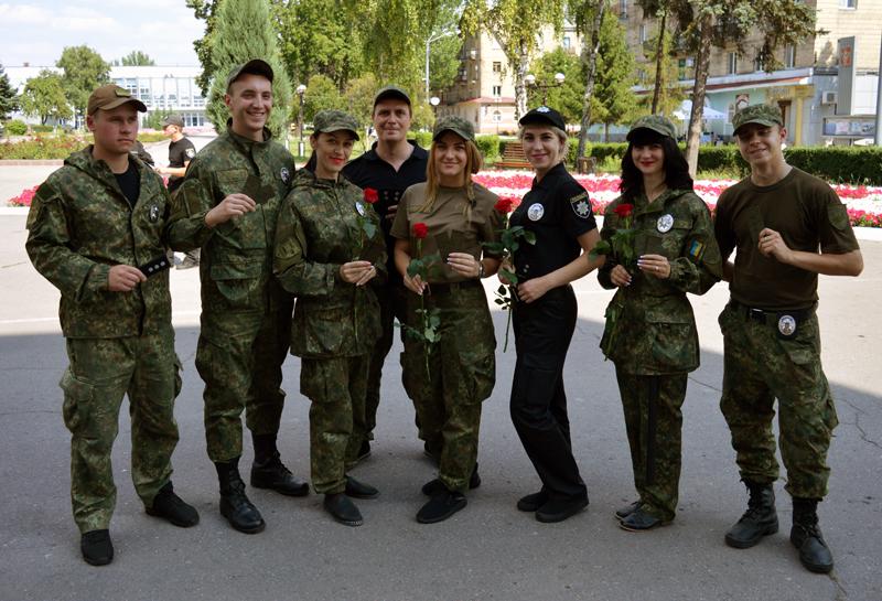 8 правоохранителей Покровска получили очередные специальные звания во время публичного инструктажа нарядов полиции, фото-4