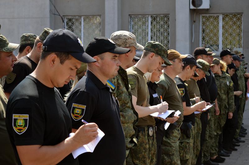 8 правоохранителей Покровска получили очередные специальные звания во время публичного инструктажа нарядов полиции, фото-6
