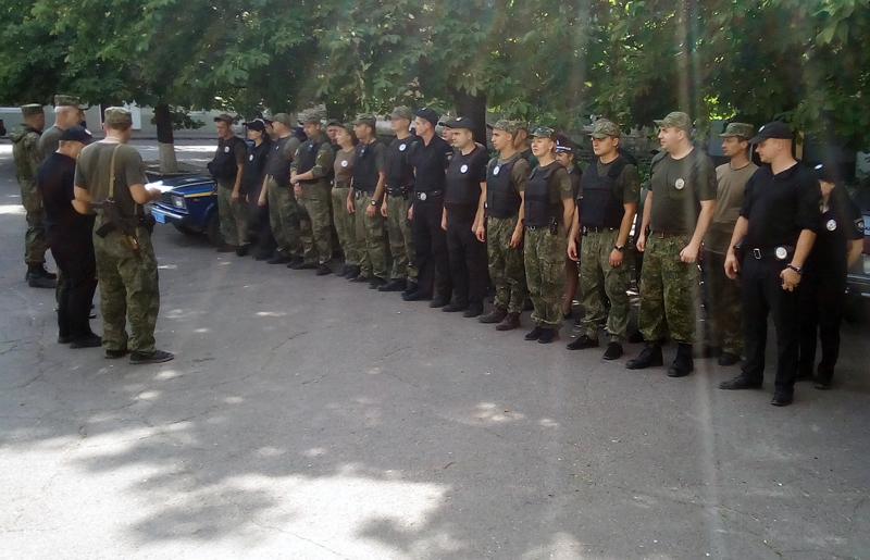 8 правоохранителей Покровска получили очередные специальные звания во время публичного инструктажа нарядов полиции, фото-14