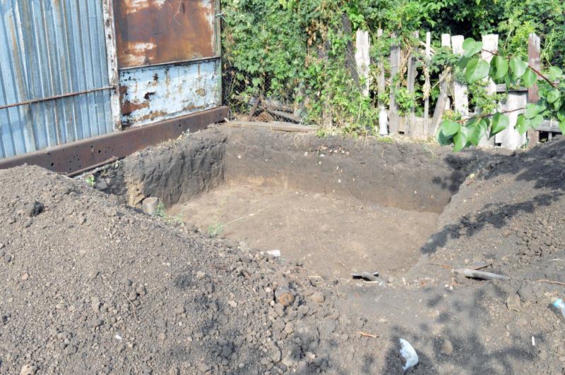 Житель Покровского района обнаружил на собственном огороде схрон оружия , фото-2
