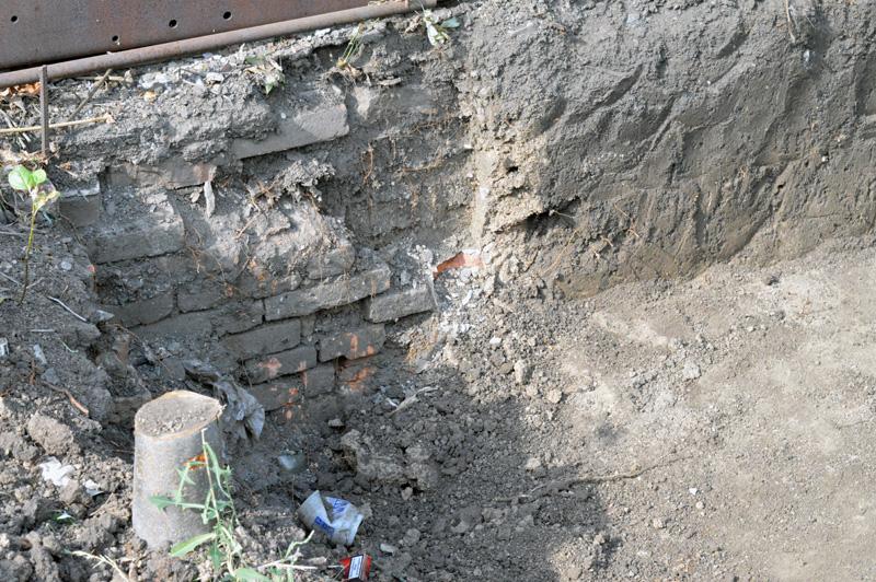 Житель Покровского района обнаружил на собственном огороде схрон оружия , фото-3