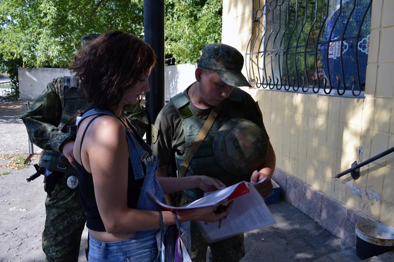 Покровские правоохранители проверили торговые заведения Авдеевки, фото-3