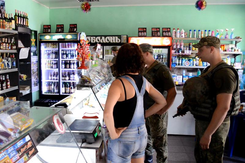 Покровские правоохранители проверили торговые заведения Авдеевки, фото-4