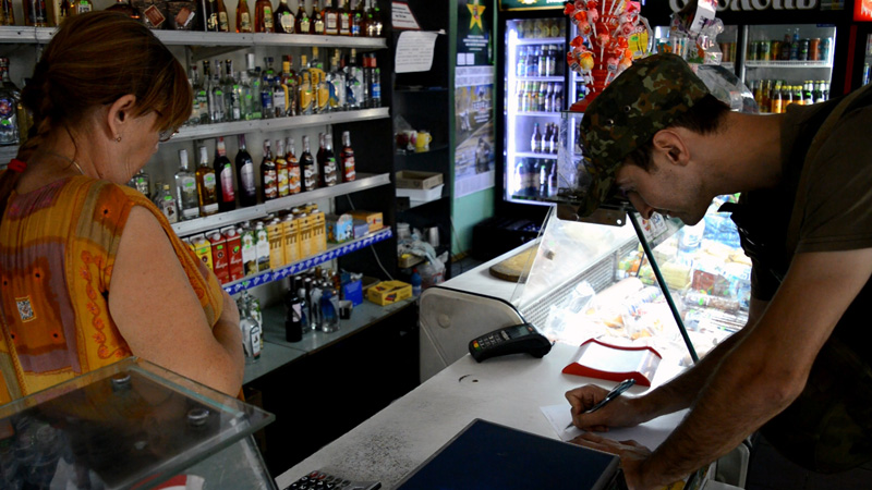 Покровские правоохранители проверили торговые заведения Авдеевки, фото-6