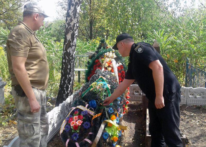 Керівник Покровської поліції зустрівся із родичами загиблих співробітників, які відділи життя заради безпеки та спокою громадян, фото-6
