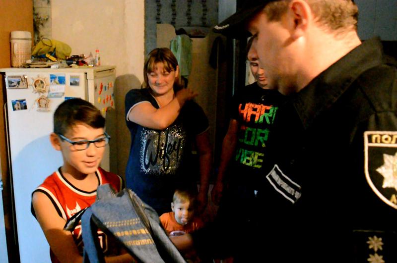 Руководство Покровского отдела полиции поздравило детей прифронтовой Авдеевки с наступающим учебным годом, фото-1