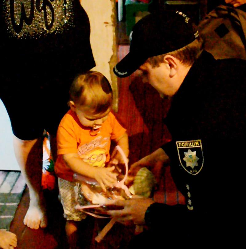 Руководство Покровского отдела полиции поздравило детей прифронтовой Авдеевки с наступающим учебным годом, фото-3