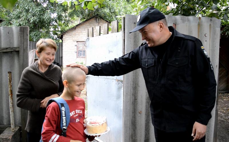 Руководство Покровского отдела полиции поздравило детей прифронтовой Авдеевки с наступающим учебным годом, фото-5
