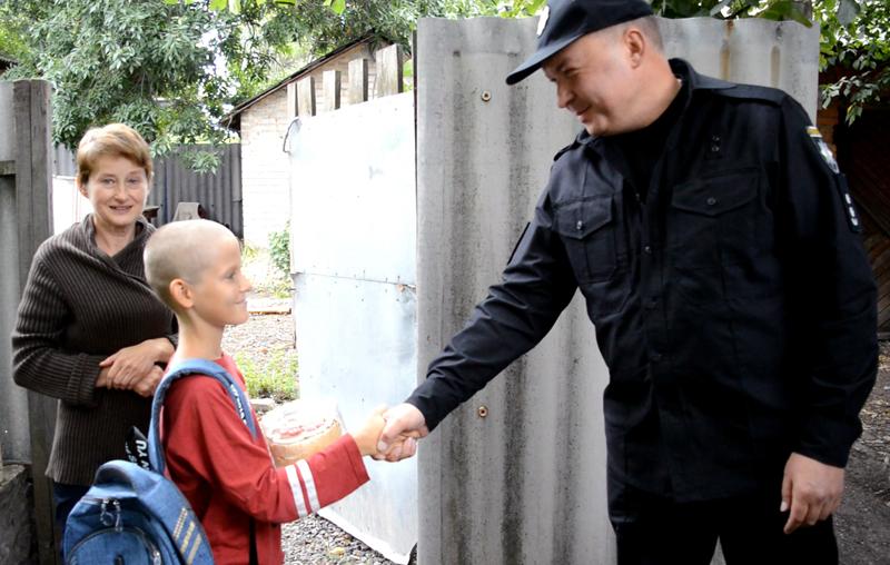 Руководство Покровского отдела полиции поздравило детей прифронтовой Авдеевки с наступающим учебным годом, фото-7