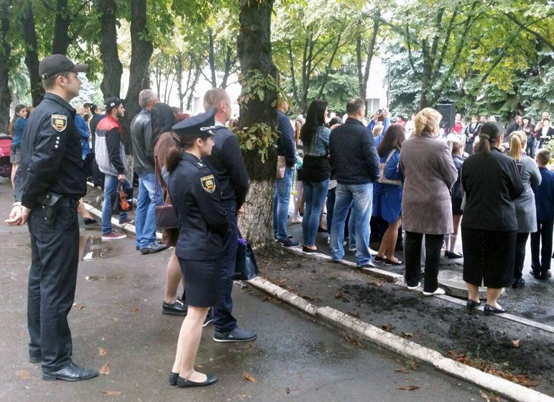 Правоохоронці Покровської оперативної зони забезпечили правопорядок під час святкування Дня знань, фото-2