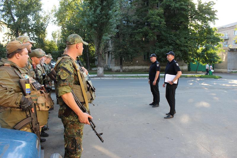 Поліцейські Покровська та Мирнограду, які охоронятимуть спокій громадян у вихідні, публічно заступили на службу, фото-8