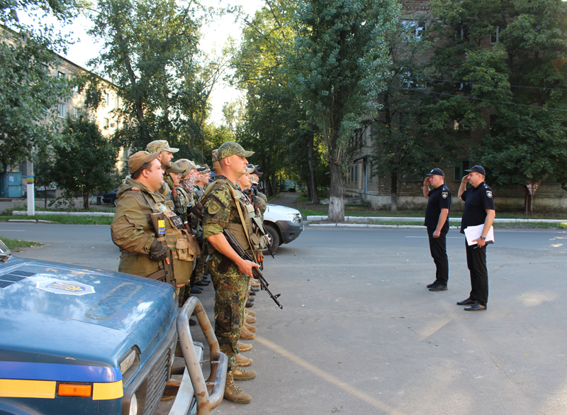 Поліцейські Покровська та Мирнограду, які охоронятимуть спокій громадян у вихідні, публічно заступили на службу, фото-7