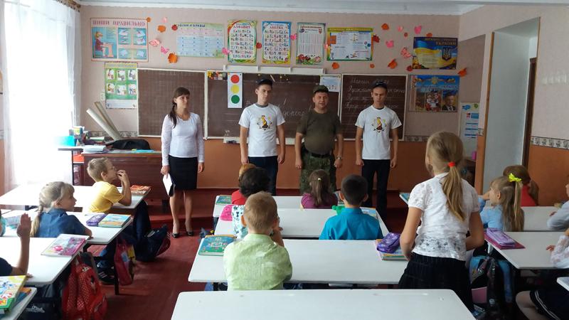 Поліцейські Мирнограду провели для школярів міста заняття із закріплення ПДР, фото-2