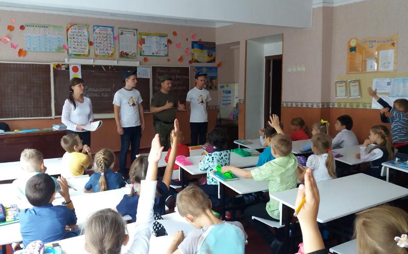 Поліцейські Мирнограду провели для школярів міста заняття із закріплення ПДР, фото-4