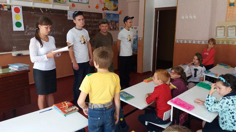 Поліцейські Мирнограду провели для школярів міста заняття із закріплення ПДР, фото-5