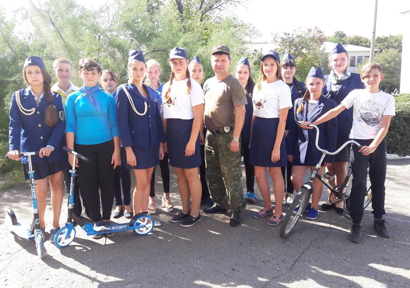 Поліцейські Мирнограду провели для школярів міста заняття із закріплення ПДР, фото-10