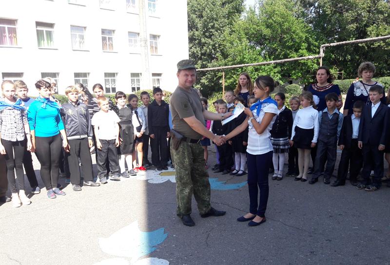Поліцейські Мирнограду провели для школярів міста заняття із закріплення ПДР, фото-8