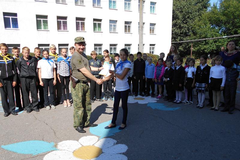 Поліцейські Мирнограду провели для школярів міста заняття із закріплення ПДР, фото-9