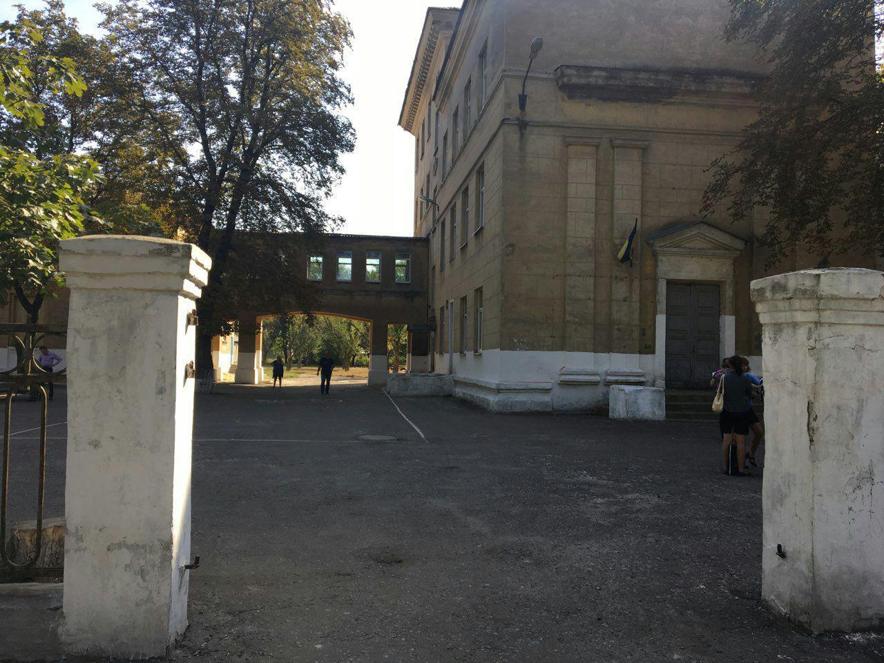 По факту повреждения окон в Покровской ОШ № 4 открыто уголовное производство, фото-2