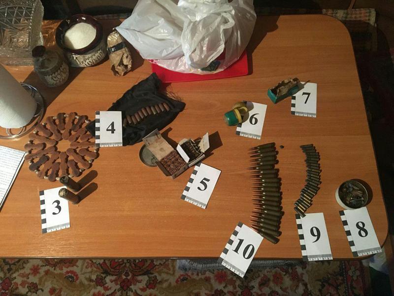 В Покровске полицейские изъяли у местного жителя пистолет и патроны, фото-2