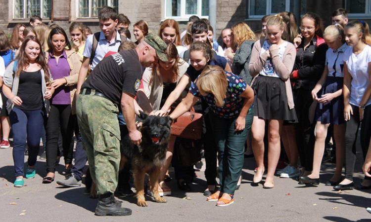 У рамках профілактичної кампанії із захисту дітей поліцейські Донеччини відвідали близько 200 шкіл, фото-1
