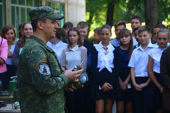 У рамках профілактичної кампанії із захисту дітей поліцейські Донеччини відвідали близько 200 шкіл, фото-7