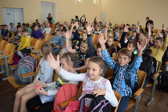 У рамках профілактичної кампанії із захисту дітей поліцейські Донеччини відвідали близько 200 шкіл, фото-8