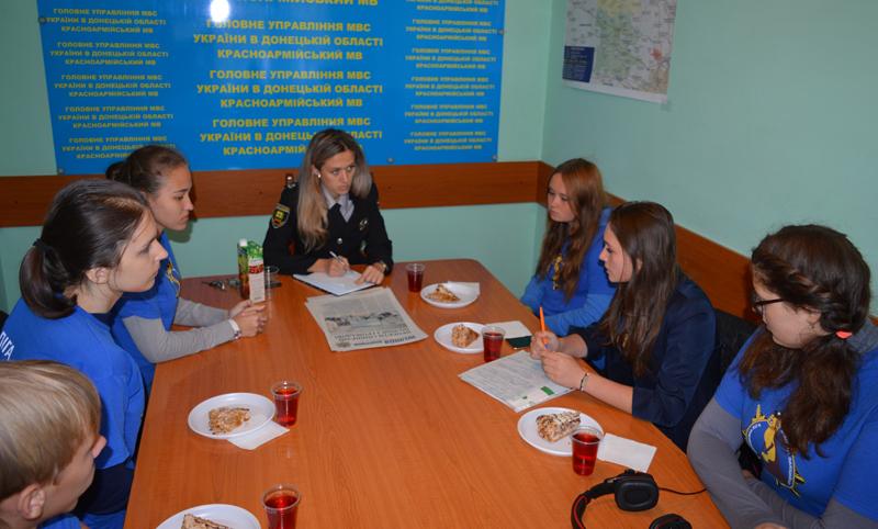 Участники «Лиги будущих полицейских» поделились новейшими идеями с Покровскими правоохранителями, фото-1