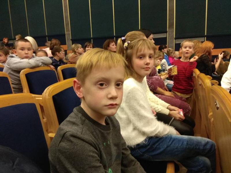 На выходных дети покровских правоохранителей посетили интересный и яркий спектакль, фото-3