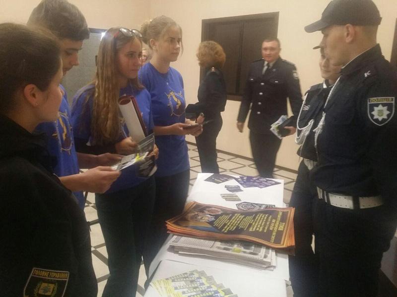 Сотрудники Покровского отдела полиции приняли участие в «Ярмарке вакансий» и представили преимущества своей работы, фото-3