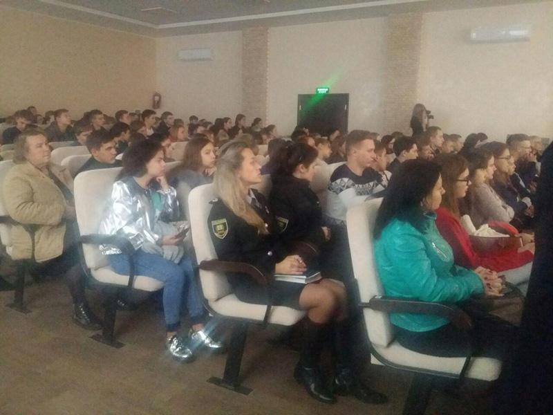 Сотрудники Покровского отдела полиции приняли участие в «Ярмарке вакансий» и представили преимущества своей работы, фото-2