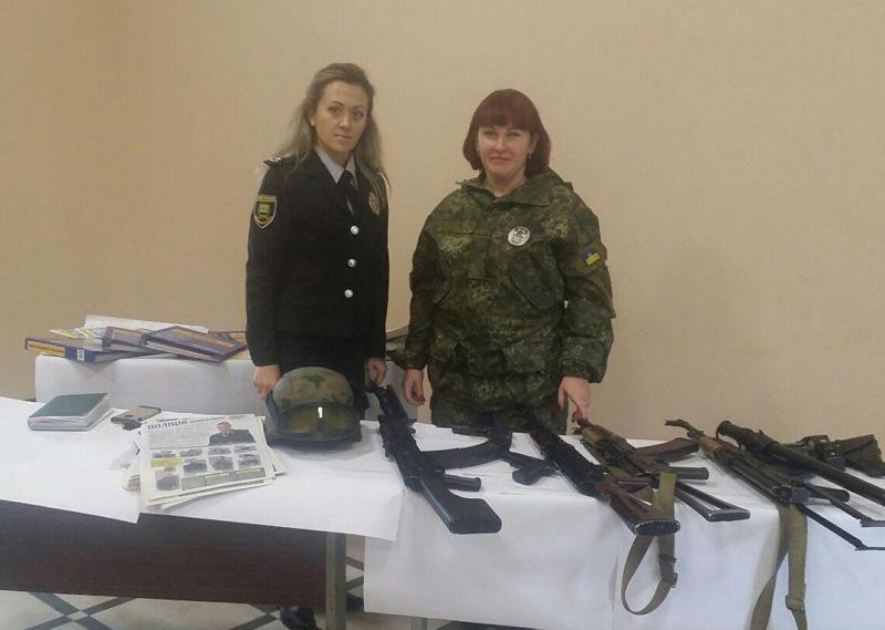 Сотрудники Покровского отдела полиции приняли участие в «Ярмарке вакансий» и представили преимущества своей работы, фото-6