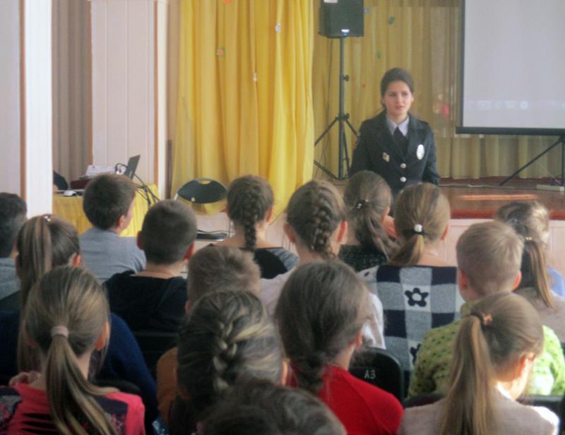 Полицейские Покровска рассказали школьникам о главных положениях Конвенции ООН о правах ребенка, фото-1