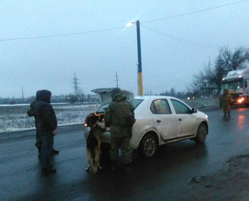 В Покровске на блокпосту задержали перевозчика с опасными боеприпасами, фото-1