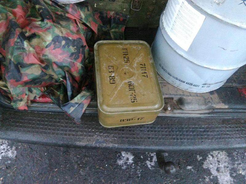 В Покровске на блокпосту задержали перевозчика с опасными боеприпасами, фото-2
