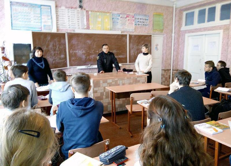 Правоохоронці  Добропілля проводять профілактичні заходи із школярами, фото-6