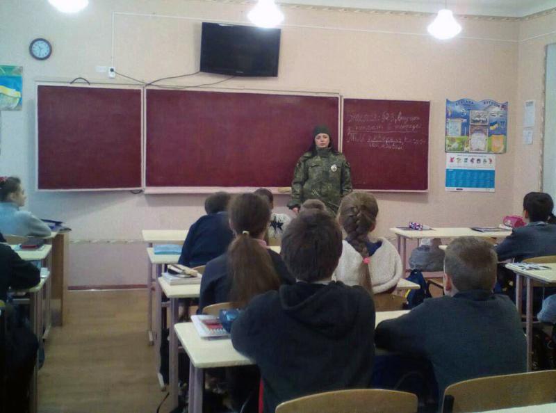 Правоохоронці  Добропілля проводять профілактичні заходи із школярами, фото-1